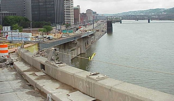 View of the elevated lanes being rebuilt during the Fort Pitt rehabilitation