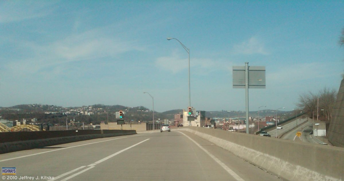 Crossing over PA 380/Bigelow Boulevard just after entering the HOV lanes at Bedford Avenue.