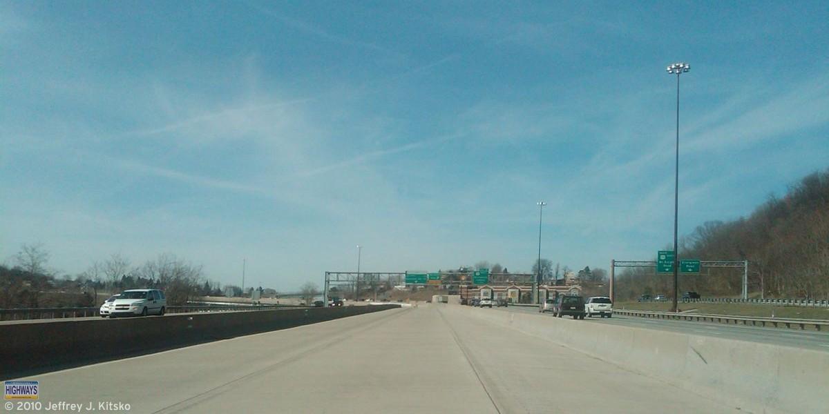 Approaching the McKnight Road interchange.